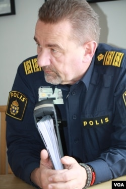 Regional Police Chief Stephen Jerand says there is one man in custody and tat least three more identified as responsible for some recent assaults in Ostersund, Sweden, March 21, 2016. (H. Murdock/VOA)