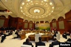 Thủ đô Bandar Seri Begawan của Brunei là nơi diễn ra Hội nghị Thượng đỉnh của khối ASEAN năm 2013. Brunei là một trong số các quốc gia có tranh chấp chủ quyền với TQ ở Biển Đông.