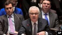 Đại sứ Nga tại Liên Hiệp Quốc Vitaly Churkin (giữa).