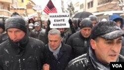Protestë në Prishtinë kundër ndalimit në Francë të ish kryeministrit Ramush Haradinaj