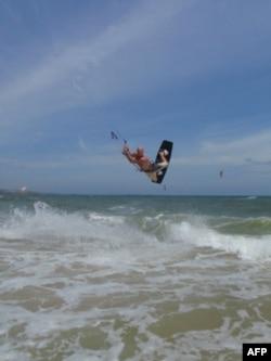 Lướt ván diều ở bãi biển Mũi Né, Việt Nam