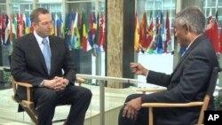 美国缅甸事务的特使米切尔接受美国之音专访