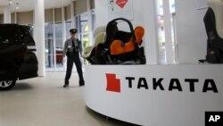 일본 도쿄의 자동차 매장에 다카타 제품이 전시되어 있다. (자료사진)