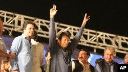 عمران خان د صدارت له لمړۍ ورځې د اداري فساد ضد شعار ورکړې و.