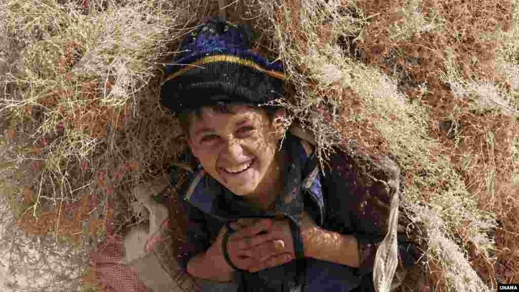 په افغانستان کې د کار او ټولنیزو چارو وزارت مسؤلین وایي چې شاوخوا ۱.۲ میلیون ماشومان په افغانستان کې په شاقه کارونو بوخت دي.