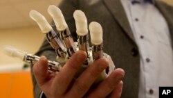 Une main artificielle (AP)