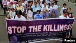 Para penentang hukuman mati yang dipimpin gereja Katolik di Filipina melancarkan protes anti hukuman mati di Manila, 2 Maret 2017 (foto: dok).
