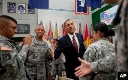 Plus tôt dans la journée, le président Obama avait rendu visite aux militaires de Fort Bliss, au Texas.