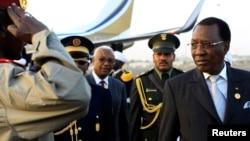 乍得現任總統伊德里斯代比2013年2月出訪時(資料照片)