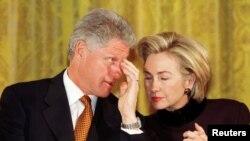 აშშ-ის 42-ე პრეზიდენტი და პირველი ლედი, ბილ და ჰილარი კლინტონები, 1999 წლის 7 იანვარი.