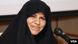 تنها زن عضو دولت محمود احمدی نژاد در ماه های اخير و به دنبال بروز مشکلات ارزی برای ايران، از نحوه تخصيص ارز از سوی دولت برای واردات دارو انتقاد کرده بود.