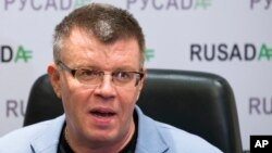 Ông Nikita Kamaev, Giám đốc quản lý cơ quan chống doping Nga (RUSADA), trao đổi với các phóng viên tại trụ sở cơ quan ở Moscow, ngày 10 Tháng 11 năm 2015.