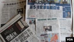 香港傳媒連續幾天報導上海法官集體嫖妓案 (美國之音海彥拍攝)