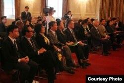 Các blogger và nhà hoạt động Việt Nam tại buổi điều trần