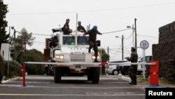 8일 무장한 유엔 평화유지군 차량이 이스라엘과 시리아 접경지역에 있는 유엔군 기지로 들어서고 있다.