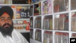 حکیم اقبال سِنگ طبیب یونانی در شهر جلال آباد