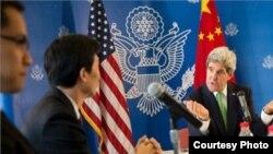 美國務卿克里會見中國媒體人(網絡圖片)