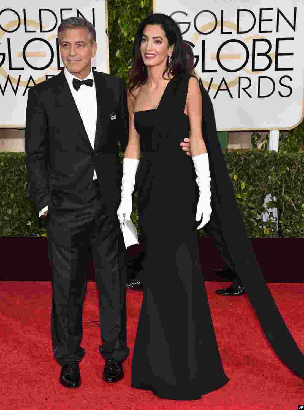 بالی ووڈ اداکار جارج کلونی اپنی اہلیہ امل کلومی کے ہمراہ تقریب میں شرکت کے لیے پہنچے۔