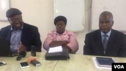 UMnu. Gorden Moyo, uNkosikazi Lucia Matinenga labanye abakubandla lePeople's Democratic Party bakhuluma lentathelizindaba koBulawayo.