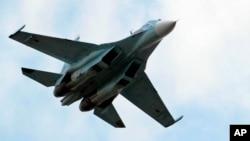俄羅斯蘇-30戰機在飛行(2006年)。