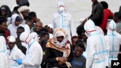 Африканські мігранти прибувають до Італії (ілюстраційуне фото)