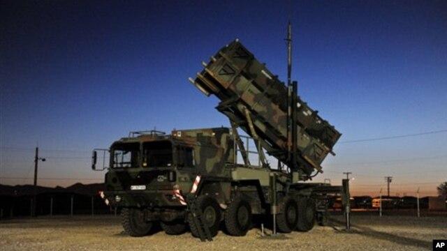 Pentagon akan mengirimkan bantuan berupa penempatan dua rudal Patriot untuk melindungi Turki dari kemungkinan serangan misil Suriah (Foto: dok). Panglima militer Suriah Jenderal Hassan Firouzabadi memperingatkan Turki bahwa penempatan rudal Patriot tersebut berpotensi memicu konflik dengan Suriah, Sabtu (15/12).