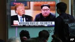 韩国街头电视屏幕上播放的美国总统川普和朝鲜领导人金正恩的画面(2018年4月18日)