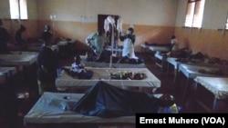 Des patients atteints de choléra à l'hôpital provincial de Bukavu, en RDC, le 16 août 2017. (VOA/Ernest Muhero)