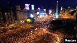 El centro de Buenos Aires se vio colmado por cientos de miles de argentinos en protesta contra el gobierno.