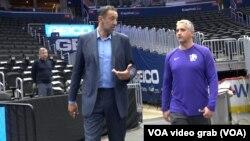 Igor Kokoškov i generalni menadžer Sakramento Kingsa Vlade Divac pred utakmicu u Vašingtonu (Foto: VOA)