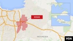 Pihak kepolisian telah mengevakuasi sebuah kawasan permukiman di pinggiran Jakarta, setelah menemukan sebuah bom dalam aksi penggerebekan terhadap rumah tersangka militan Islamis.