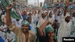 Протест против открытия каналов снабжения военнослужащих НАТО в Афганистане. Карачи, Пакистан