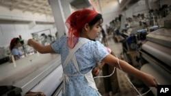 Perempuan pekerja sebuah pabrik tekstil di Pyongyang, yang 80 persen pekerjanya perempuan. (AP/Wong Maye-E)