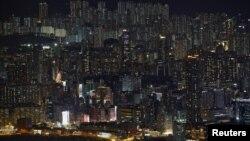香港人口稠密,公寓居住環境狹窄,房地產價格飛漲。