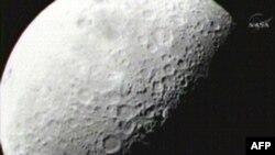 На Луне обнаружен водный лед