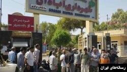 یکی از تجمعات کارگران مقابل شهرداری آبادان