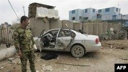 Cảnh sát Iraq tại hiện trường sau vụ đánh bom tự sát ở Baquba