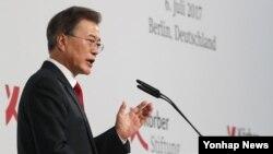 지난 6일 문재인 한국 대통령이 베를린 시청에서 한반도 평화구축과 남북관계, 통일을 주제로 연설하고 있다