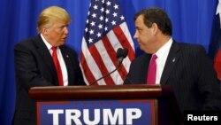 Ứng cử viên tổng thống Mỹ của đảng Cộng hòa Donald Trump và Thống đốc bang New Jersey Chris Christie (phải) tại Fort Worth, Texas, ngày 26/2/ 2016.