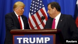 US Republican Presidential candidate Donald Trump speaks next to New Jersey Governor Chris Christie (R) at a campaign rally in Fort Worth, Texas Feb. 26, 2016. Christie's announcement gave Trump a boost ahead of next week's crucia Super Tuesday nominations.