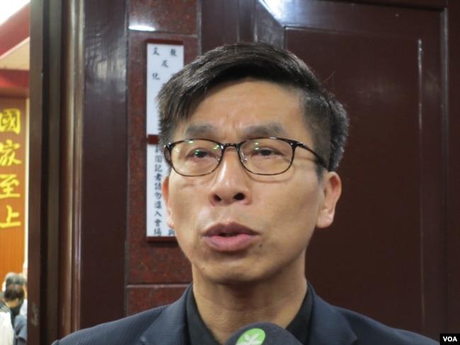 台湾执政党民进党立委钟佳滨 (美国之音张永泰拍摄)