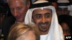 Ngoại trưởng Hoa Kỳ Hillary Cllinton có mặt tại vùng vịnh Ba Tư để vận động sự ủng hộ của khối Ả Rập cho tân chính phủ Iraq