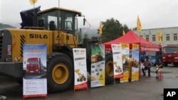 지난해 8월 20일 북한 라선에서 열린 국제 무역 박람회에 전시된 중국 업체의 건설 장비. (자료사진)