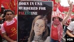 Poster aktivis perdamaian Rachel Corrie diusung oleh para demonstran di Beirut (foto: dok.). Rachel Corrie tewas dilindas oleh buldozer Israel saat unjuk rasa di Jalur Gaza.