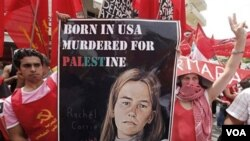 Poster aktivis perdamaian AS, Rachel Corrie diusung oleh para demonstran di Beirut (foto: dok.). Rachel Corrie yang tewas di Gaza tahun 2003 akan diabadikan menjadi nama salah satu jalan di Teheran.