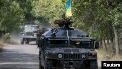 1일 우크라이나 장갑차 부대가 크라마토르스크 지역을 지나고 있다.