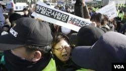 南韓抗議者集會反對與日本簽署的軍事情報協定