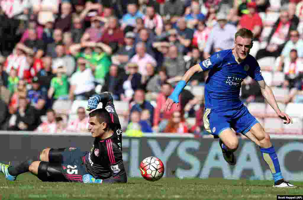 "Leicester City's Jamie Vardy scored 22 goals this season, helping the team to its first-ever English championship in the top division. The Foxes may be the most unlikely championship team ever. This gallery highlights some of the other notable ""underdog"" teams to have won big games or championships."