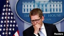 白宫发言人卡尼5月14日在对记者谈论电话录音事件时暂作停顿