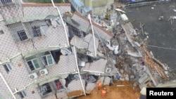 Foto udara dari gedung yang rusak setelah tanah longsor melanda kawasan industri Desember tahun lalu. Shenzhen, Guangdong.